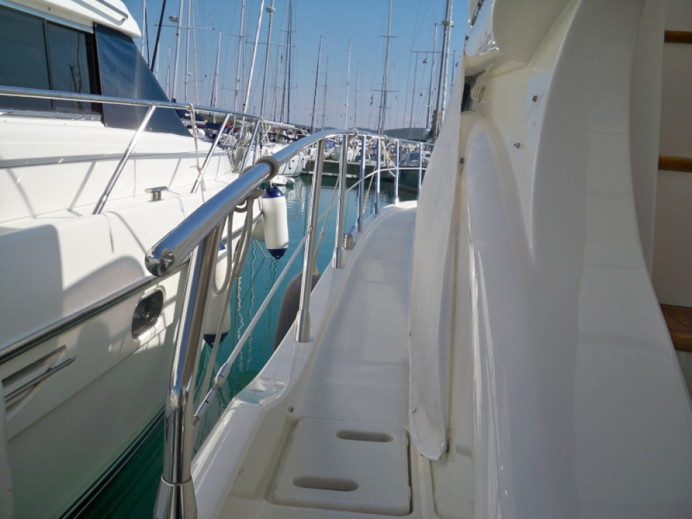 Boat rental Azimut Azimut 43 Fly in Donji Seget on Samboat