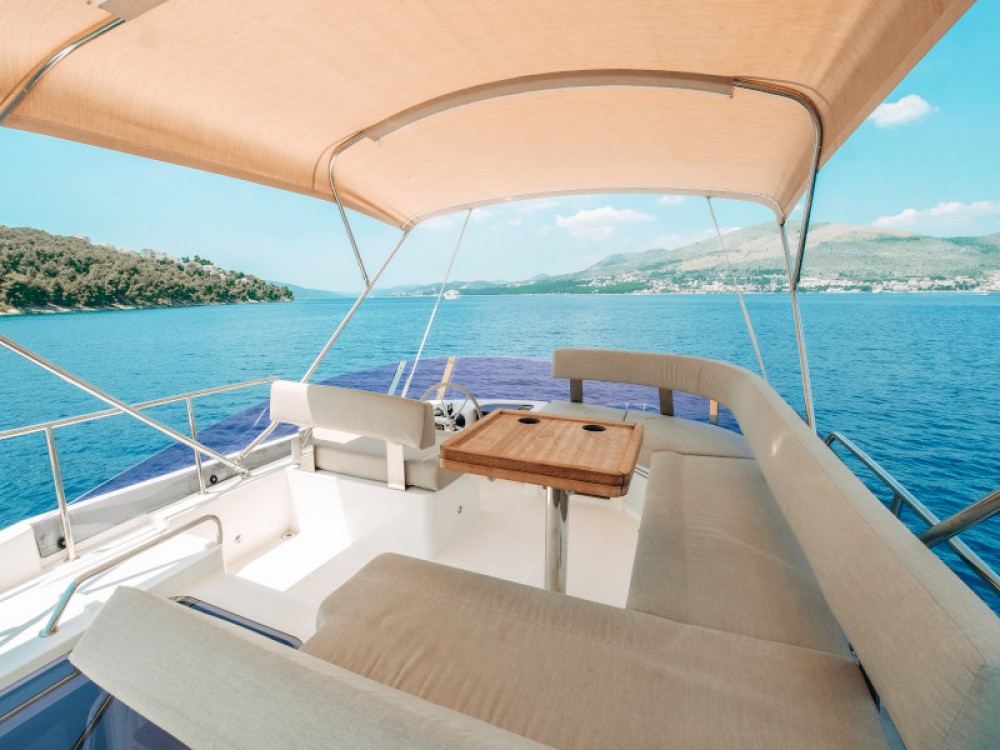 Hire Motor boat with or without skipper Bavaria Marina Baotić