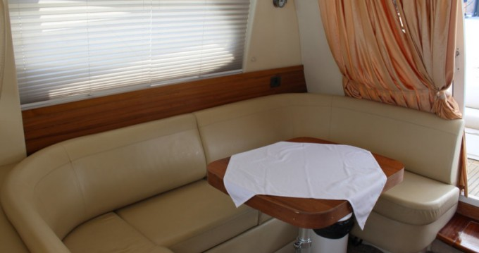 Rental yacht  - Sealine Sealine F42-5 Fly on SamBoat