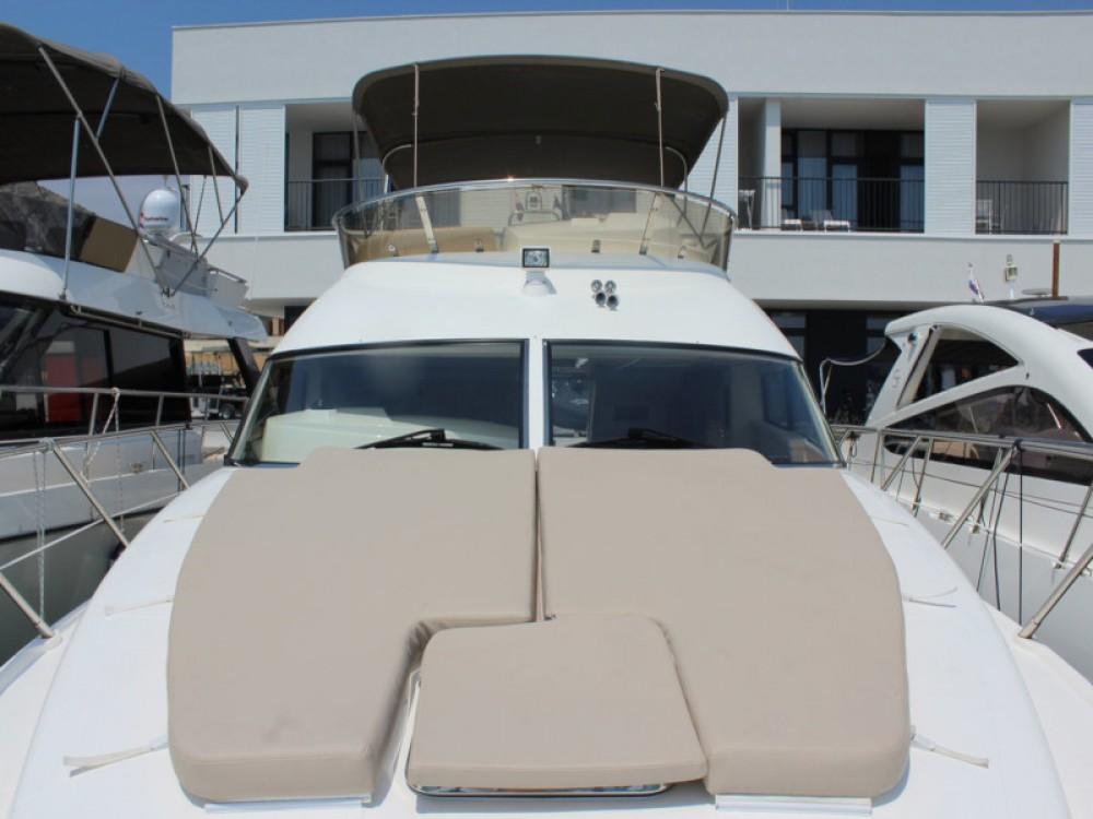 Rental Motor boat in Seget Donji - Sealine Sealine F42-5 Fly