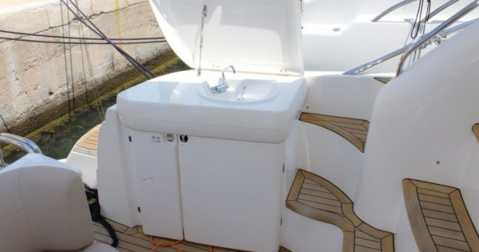 Sealine Sealine F42-5 Fly between personal and professional