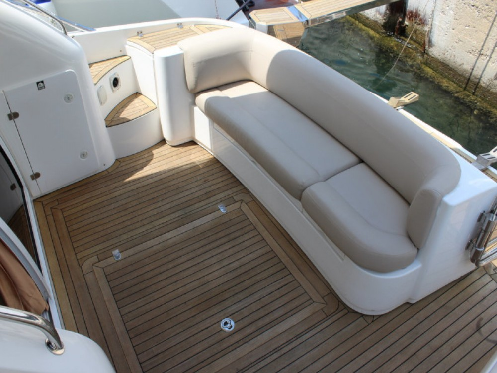 Hire Motor boat with or without skipper Sealine Seget Donji