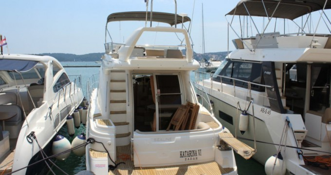 Rental Motorboat in  - Sealine Sealine F42-5 Fly