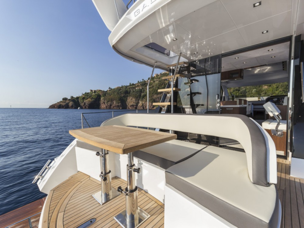 Rent a Galeon Galeon 500 Fly Seget Donji