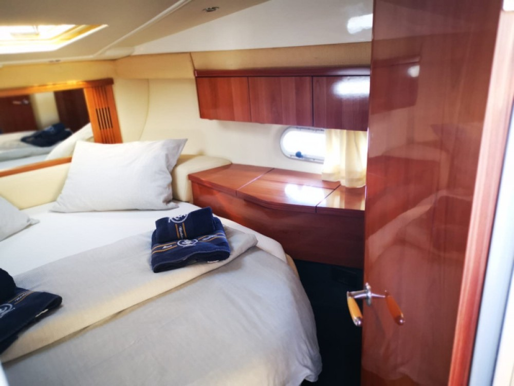 Boat rental Sealine Sealine F34 in  on Samboat