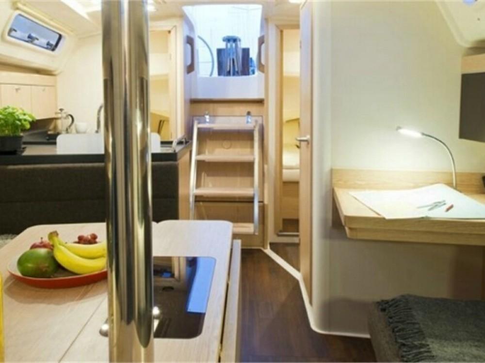 Rental yacht Alimos Marina - Hanse Hanse 345 on SamBoat