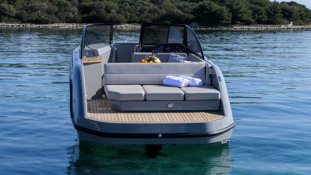 Supreme 27 p between personal and professional Trogir