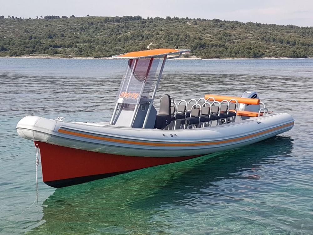 Rental Motorboat in  -  Colnago 27