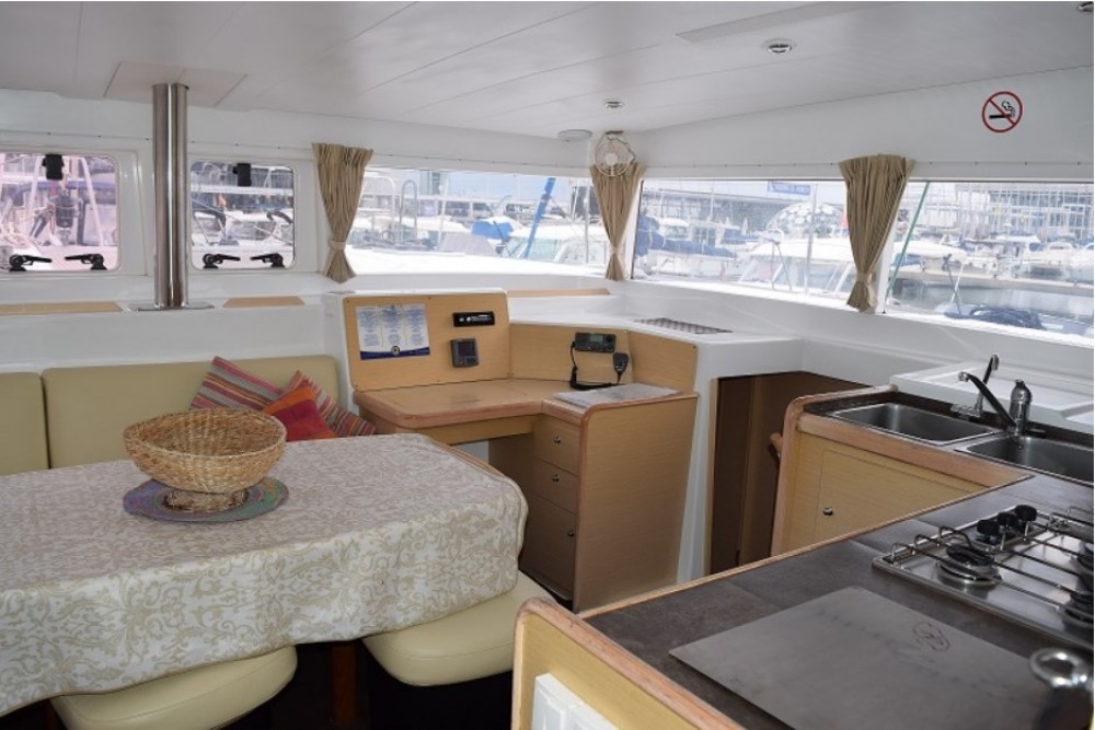 Hire Catamaran with or without skipper Lagoon Torroella de Montgrí