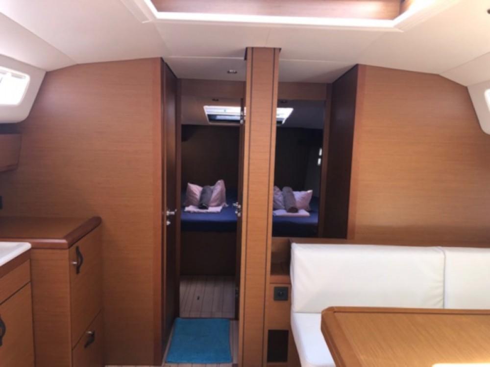 Boat rental  cheap Jeanneau 54