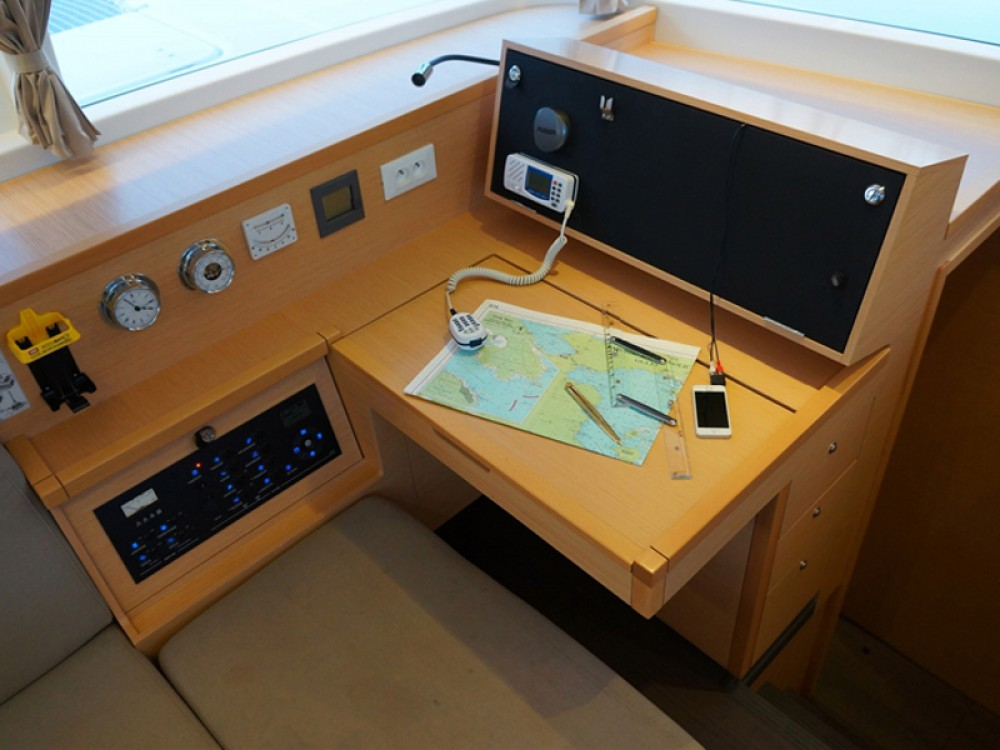 Boat rental Lagoon Lagoon 400 S2 in Álimos on Samboat
