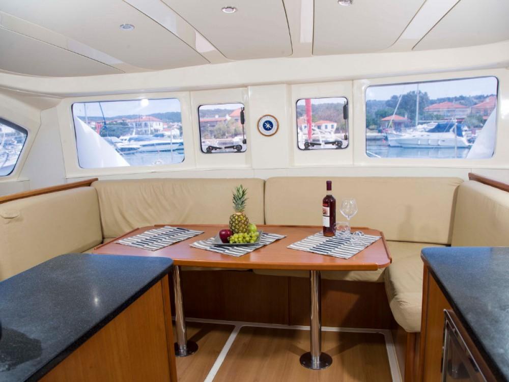 Rental Catamaran in Nikiti - Leopard Leopard 384