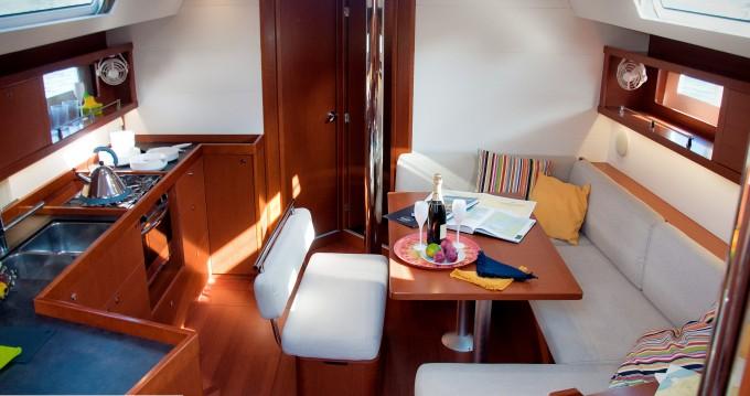 Rental yacht La Spezia - Bénéteau Oceanis 45 on SamBoat