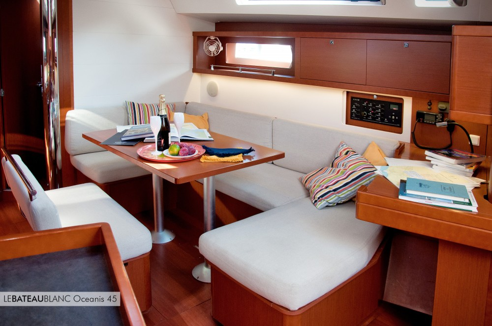 Bénéteau Oceanis 45 between personal and professional La Spezia