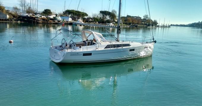 Boat rental Bénéteau Oceanis 41.1 in Bocca di Magra on Samboat