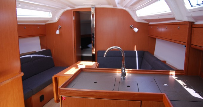 Rental Sailboat in Lávrio - Bavaria Cruiser 37