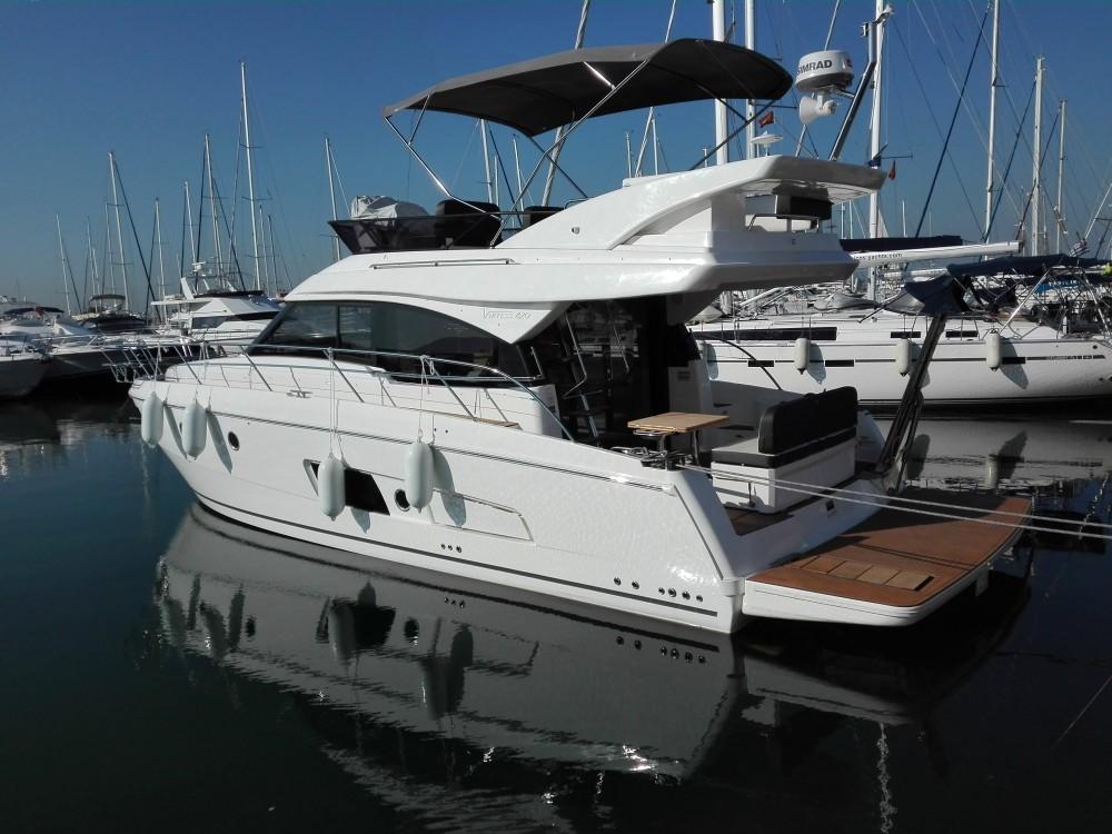 Rental Motor boat in Alimos Marina - Bavaria Bavaria Virtess 420 Fly