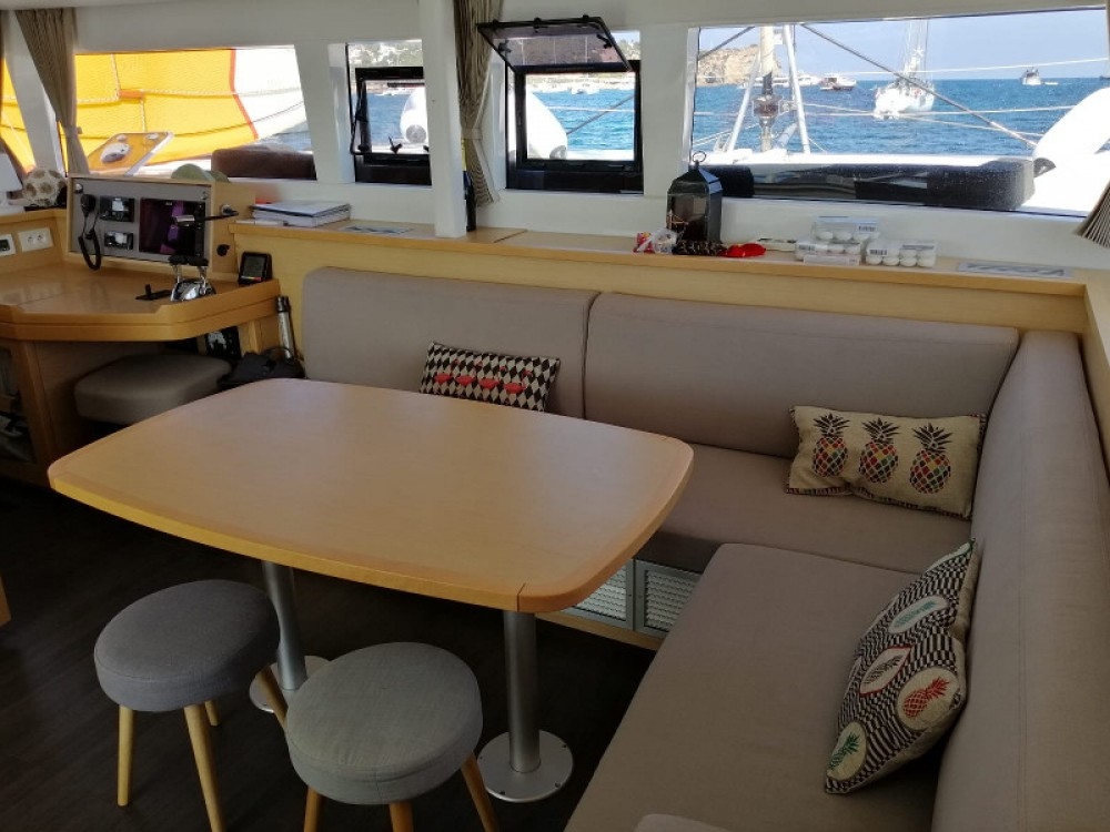 Rental yacht Gavà - Lagoon Lagoon 450  Flybridge on SamBoat