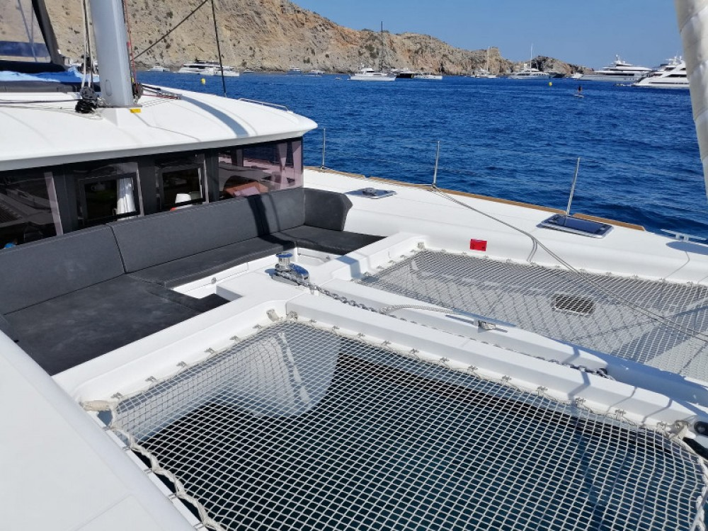 Rental Catamaran in Gavà - Lagoon Lagoon 450  Flybridge