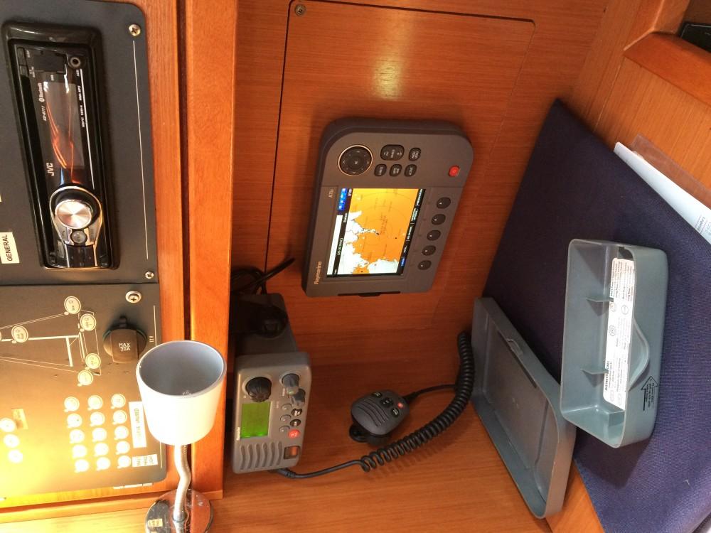 Boat rental Marina Pirovac cheap Bavaria Cruiser 32