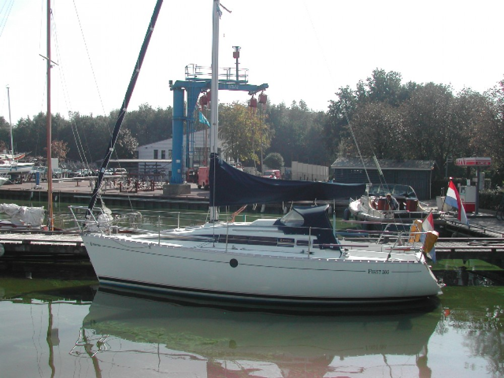Rental Sailboat in  - Bénéteau Beneteau 285