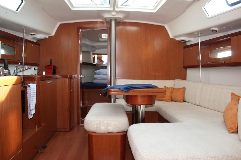 Boat rental Bénéteau Oceanis 40 in Yerseke on Samboat