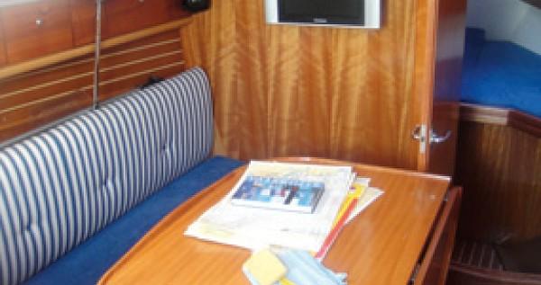 Rental Sailboat in Yerseke - Bavaria Bavaria 30 Cruiser