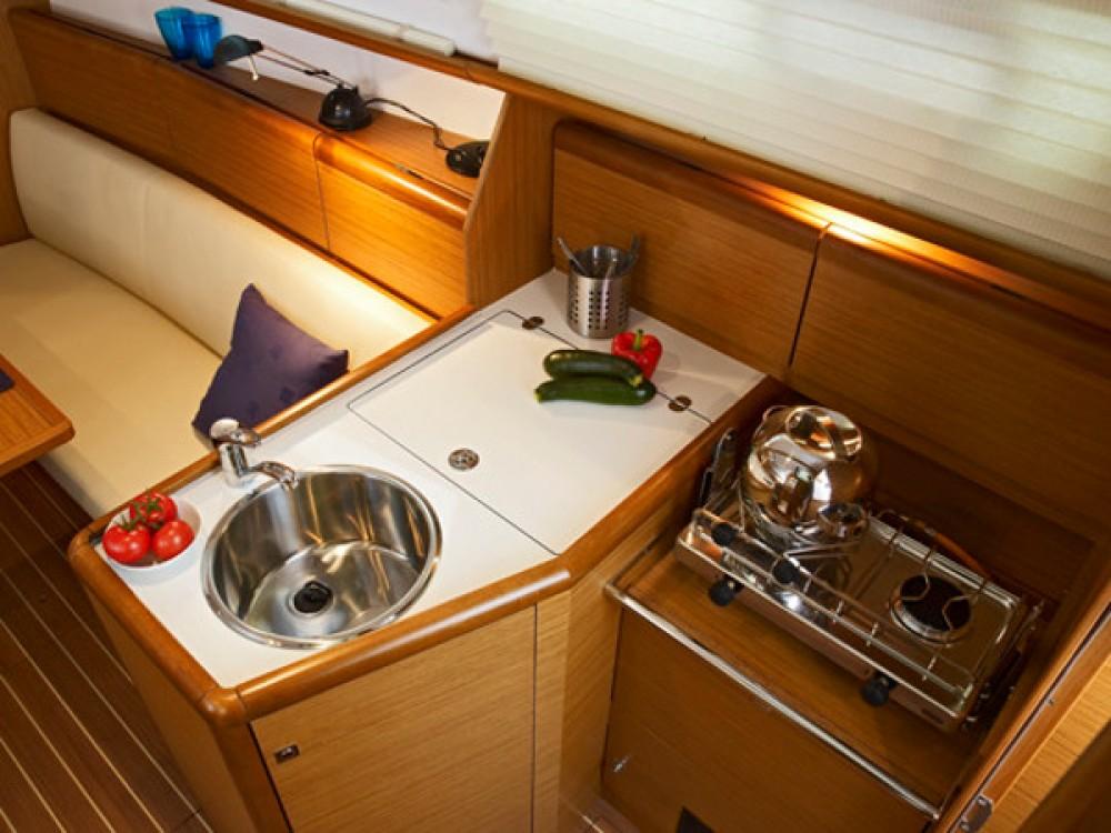 Boat rental Jeanneau Sun Odyssey 30 i in Reimerswaal on Samboat