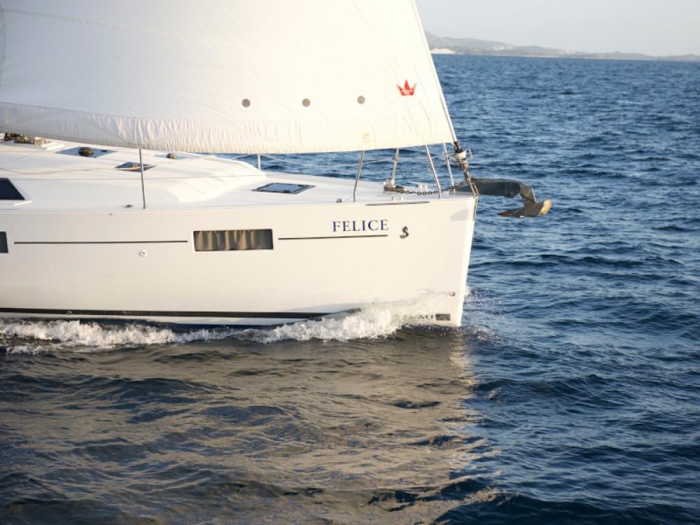 Bénéteau Oceanis 41.1 between personal and professional Alimos Marina