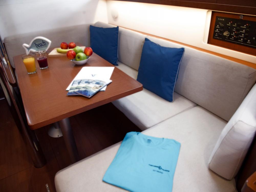 Boat rental Bénéteau Oceanis 41 in Μύκονος on Samboat