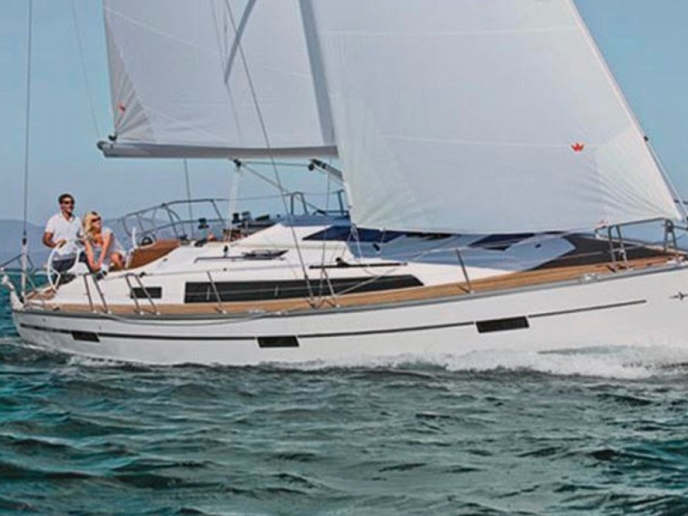 Rental Sailboat in Álimos - Bavaria Bavaria 37 Cruiser