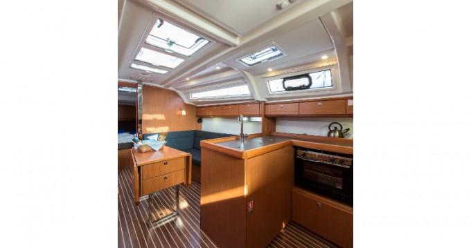 Boat rental Bavaria Cruiser 37 in Alimos on Samboat