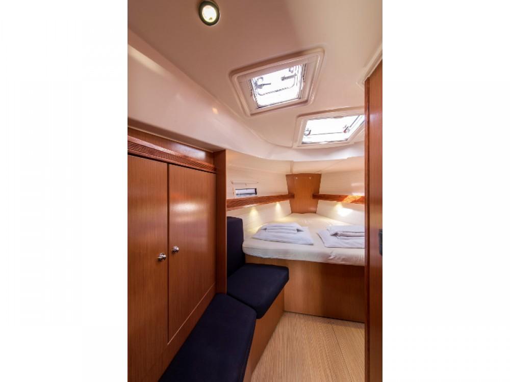Boat rental Álimos cheap Bavaria 40 Cruiser