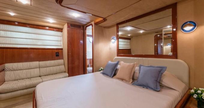 Boat rental Ferretti Ferretti 680 in Alimos on Samboat