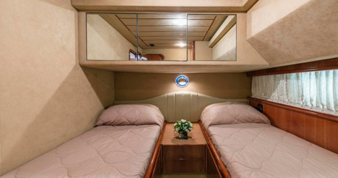 Yacht for rent Alimos at the best price