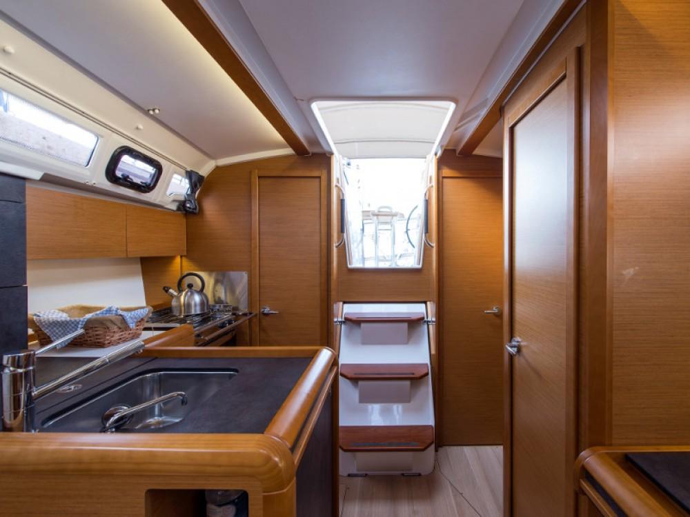 Rental yacht Álimos - Jeanneau Sun Odyssey 349 on SamBoat