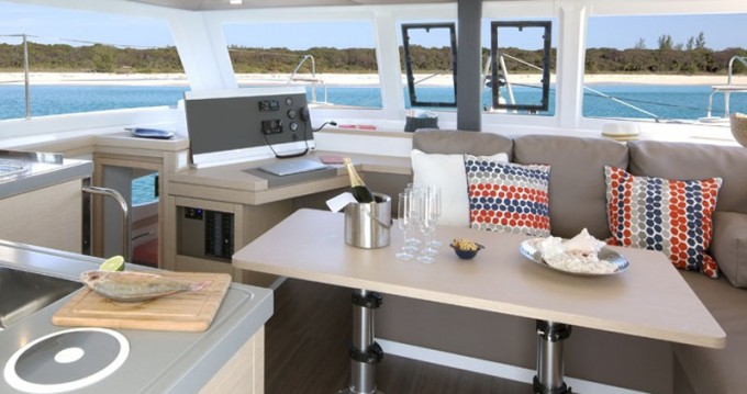 Boat rental Fountaine Pajot Lucia 40 in Alimos on Samboat