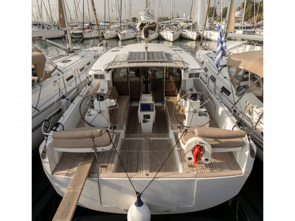 Hire Sailboat with or without skipper Moody Alimos Marina
