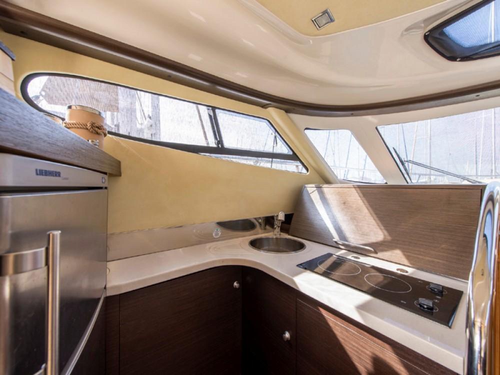 Rental yacht Álimos - Cranchi Cranchi Atlantique 50 on SamBoat