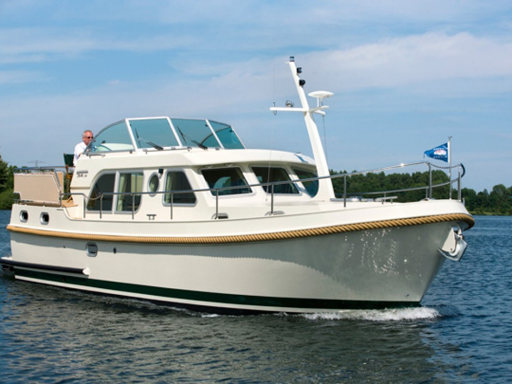 Linssen Linssen Grand Sturdy 34.9 AC between personal and professional