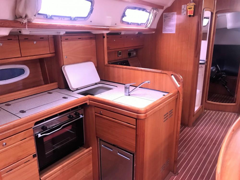 Boat rental Bavaria Bavaria Cruiser 50 in Álimos on Samboat