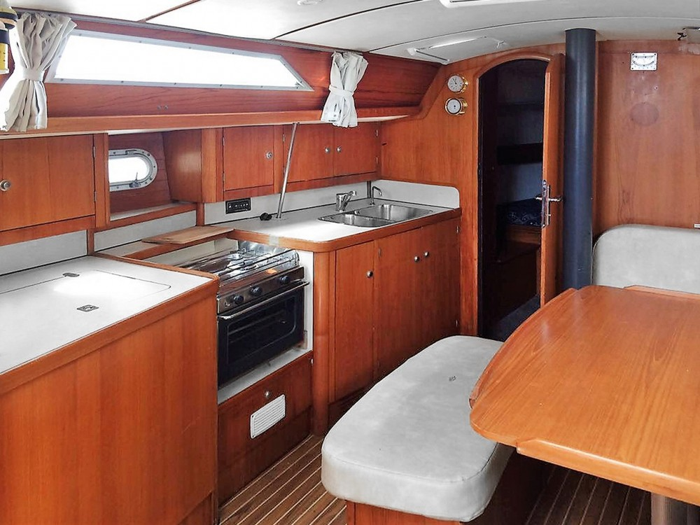 Jeanneau Sun Odyssey 37.1 between personal and professional