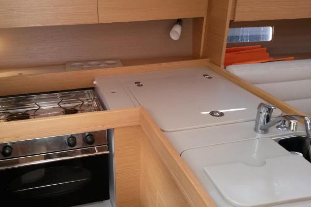Rental Sailboat in Castiglione della Pescaia - Dufour Dufour 350 Grand Large