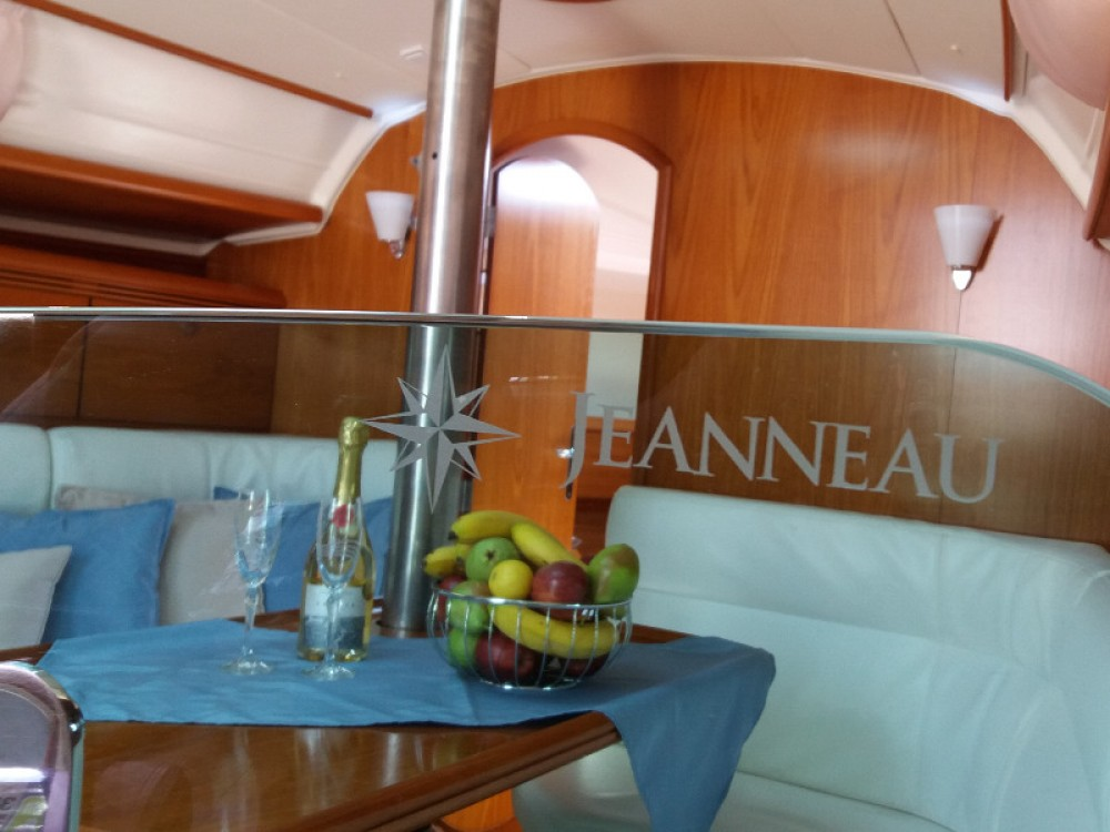 Jeanneau Sun Odyssey 35 between personal and professional Alimos Marina