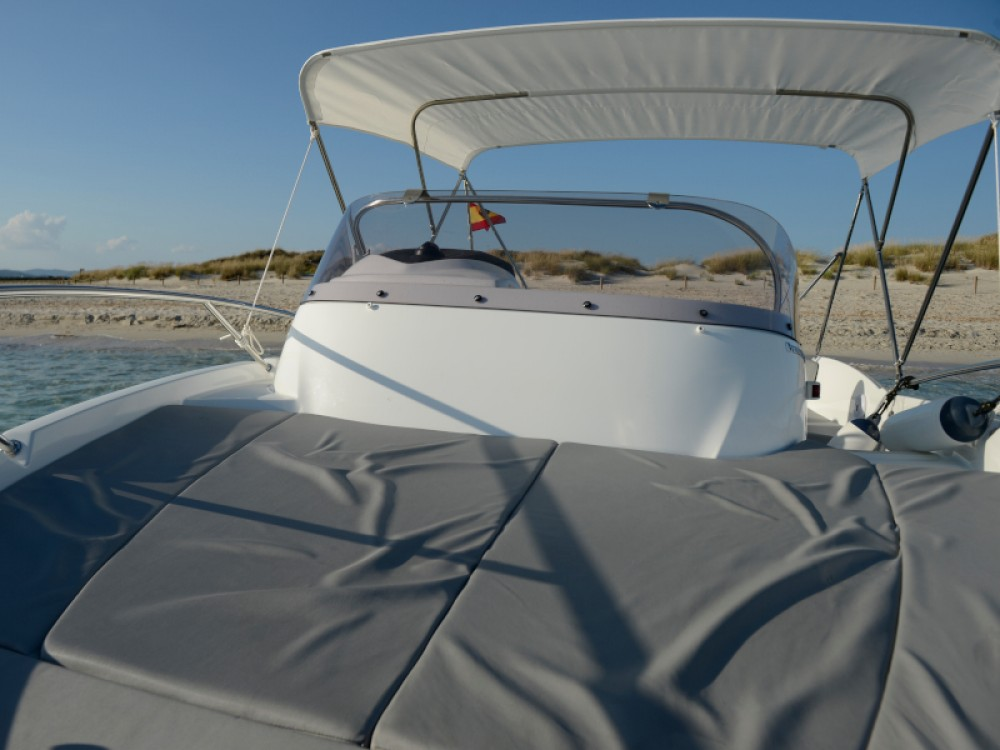 Hire Motor boat with or without skipper Bénéteau Marina Botafoch