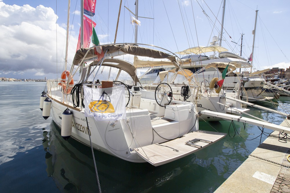 Jeanneau Sun Odyssey 449 between personal and professional Marina d'Arechi