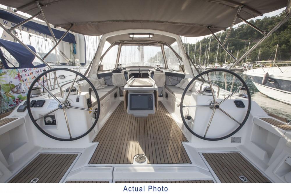 Boat rental Bénéteau Oceanis 41 in Bursa on Samboat