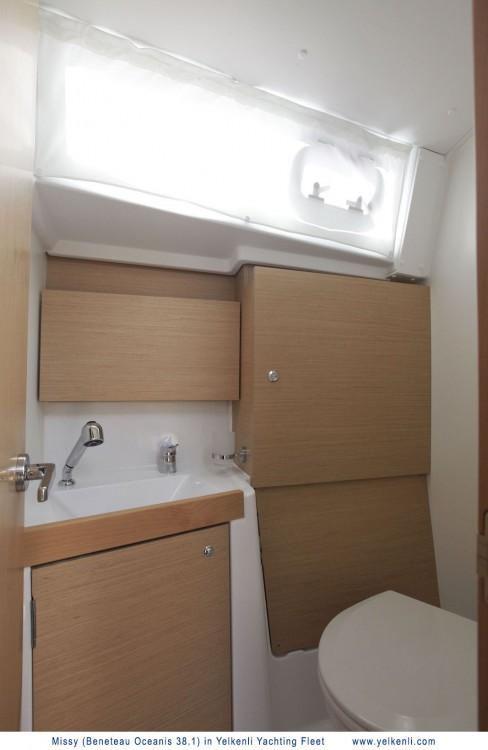 Rental yacht Bursa - Bénéteau Oceanis 38.1 on SamBoat