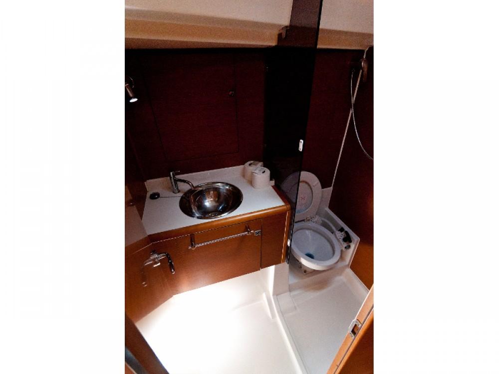Boat rental Jeanneau Sun Odyssey 439 in Split on Samboat