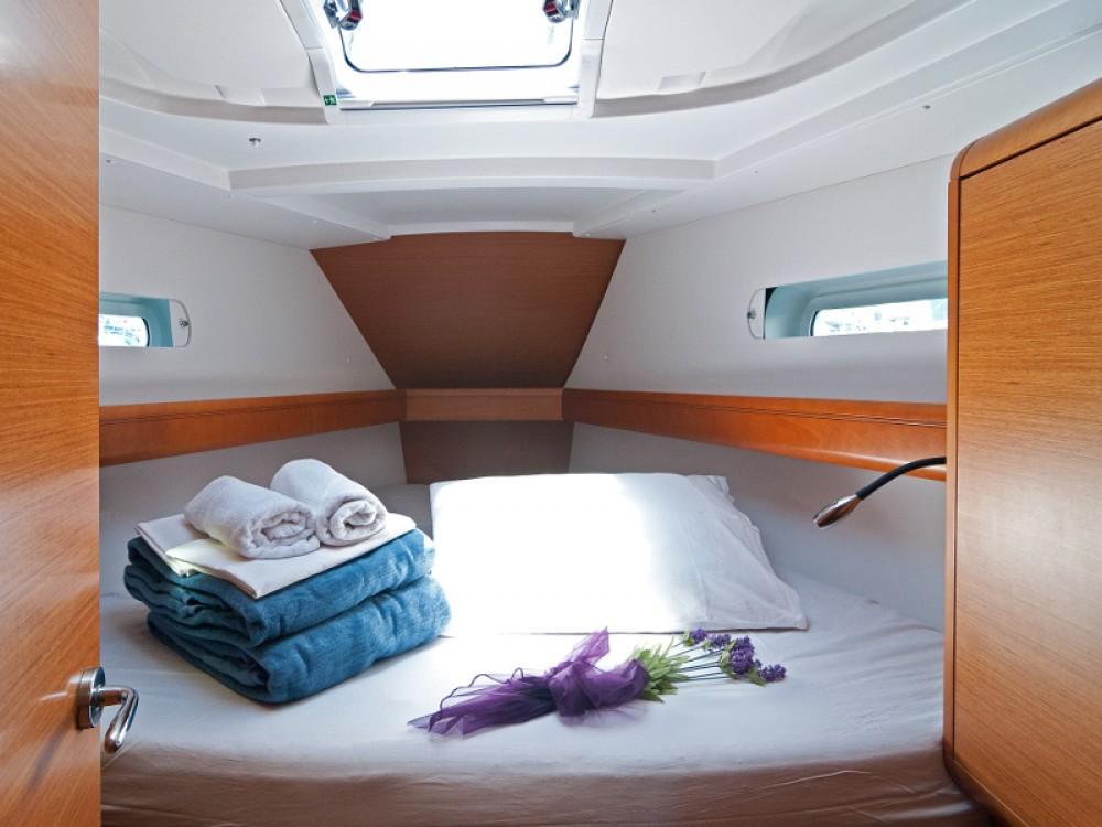 Rental Sailboat in Split - Jeanneau Sun Odyssey 439